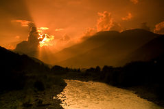 Puesta del sol en Krasnaya Polyana Imagen de archivo libre de regalías