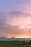 Puesta del sol en Kwan Payao, provincia de Payao fotografía de archivo
