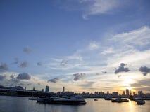 Puesta del sol en Kwun Tong Promenade, Hong Kong Imagenes de archivo