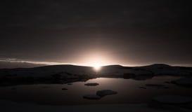 Puesta del sol en la Antártida Fotos de archivo