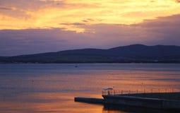 Puesta del sol en la bahía Foto de archivo
