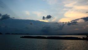 Puesta del sol en la bahía almacen de video