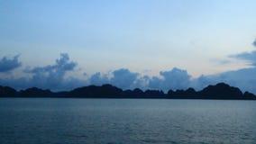 Puesta del sol en la bahía metrajes
