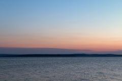 Puesta del sol en la bahía Fotos de archivo libres de regalías