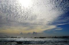 Puesta del sol en la bahía Cape Town Suráfrica de los campos Fotos de archivo libres de regalías