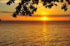 Puesta del sol en la bahía de Batangas Foto de archivo