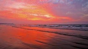 Puesta del sol en la bahía de Bengala, Myanmar almacen de video