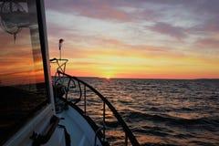 Puesta del sol en la bahía de Chesapeake en primavera fotos de archivo