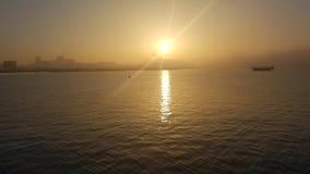 Puesta del sol en la bahía de Doha en Qatar Imágenes de archivo libres de regalías