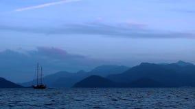 Puesta del sol en la bahía de Marmaris almacen de metraje de vídeo
