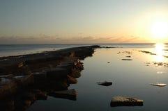 Puesta del sol en la bahía de Purbeck Imagen de archivo libre de regalías