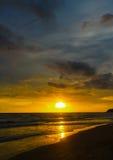 puesta del sol en la belleza del mar de la naturaleza Fotografía de archivo