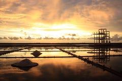 Puesta del sol en la cacerola de la sal Imagen de archivo libre de regalías