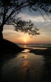 Puesta del sol en la cala Foto de archivo libre de regalías