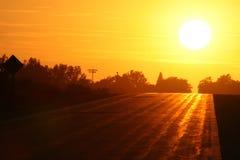 Puesta del sol en la carretera nacional Foto de archivo