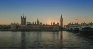 Puesta del sol en la casa del día del parlamento a la noche, Inglaterra metrajes