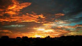 Puesta del sol en la ciudad Fotos de archivo libres de regalías