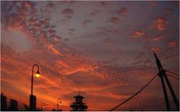 Puesta del sol en la ciudad Imagen de archivo libre de regalías