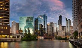 Puesta del sol en la ciudad de Chicago. imagen de archivo libre de regalías