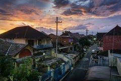 Puesta del sol en la ciudad de Malang imagen de archivo