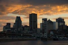 Puesta del sol en la ciudad de Montreal foto de archivo libre de regalías