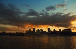 Puesta del sol en la ciudad de Montreal imagenes de archivo