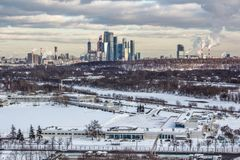 Puesta del sol en la ciudad de Moscú fotos de archivo libres de regalías