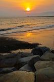 Puesta del sol en la ciudad Enoshima, Japón fotos de archivo