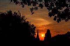 Puesta del sol en la ciudad histórica de Ayutthaya Imagen de archivo libre de regalías