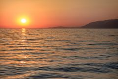 Puesta del sol en la ciudad del Mar Negro de Gagra fotos de archivo