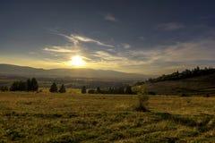 Puesta del sol en la colina Foto de archivo libre de regalías