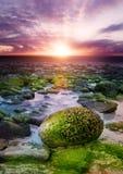 Puesta del sol en la costa fotografía de archivo libre de regalías