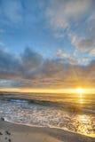 Puesta del sol en la costa de Andoya en Noruega imagenes de archivo