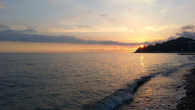 Puesta del sol en la costa del Mar Negro imagenes de archivo