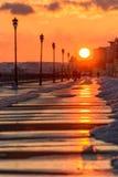 Puesta del sol en la costa en la ciudad de Saratov Foto de archivo libre de regalías