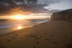 Puesta del sol en la costa jurásica Fotos de archivo libres de regalías