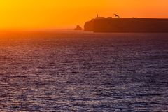 Puesta del sol en la costa costa en Portugal Fotografía de archivo libre de regalías