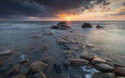 Puesta del sol en la costa sueca Fotos de archivo libres de regalías