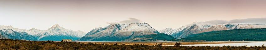 Puesta del sol en la cumbre del Mt Cocine y La Perouse en Nueva Zelanda fotografía de archivo libre de regalías