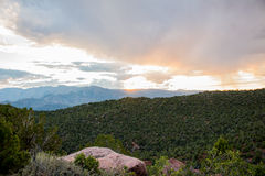 Puesta del sol en la distancia Foto de archivo libre de regalías