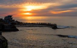 Puesta del sol en la ensenada de La Jolla, San Diego, California Imagen de archivo libre de regalías