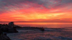 Puesta del sol en la ensenada de La Jolla, San Diego, California Foto de archivo