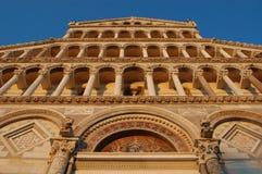 Puesta del sol en la fachada delantera del Duomo, Pisa Fotos de archivo