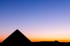 Puesta del sol en la gran pirámide de Giza Foto de archivo libre de regalías