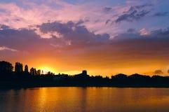 Puesta del sol en la hora de oro Imágenes de archivo libres de regalías