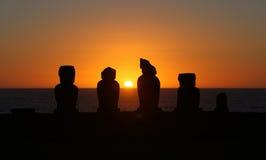 Puesta del sol en la isla de pascua Foto de archivo