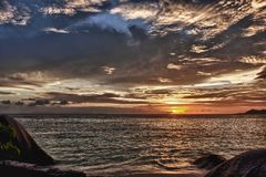 Puesta del sol en la isla del digue del La Imagen de archivo