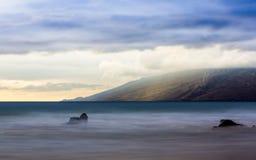Puesta del sol en la isla hawaiana de Maui Imágenes de archivo libres de regalías