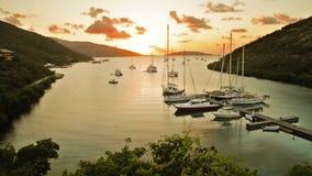Puesta del sol en la isla tropical almacen de video