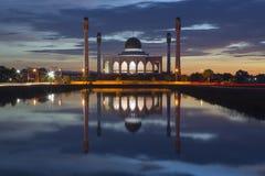 Puesta del sol en la mezquita fotos de archivo